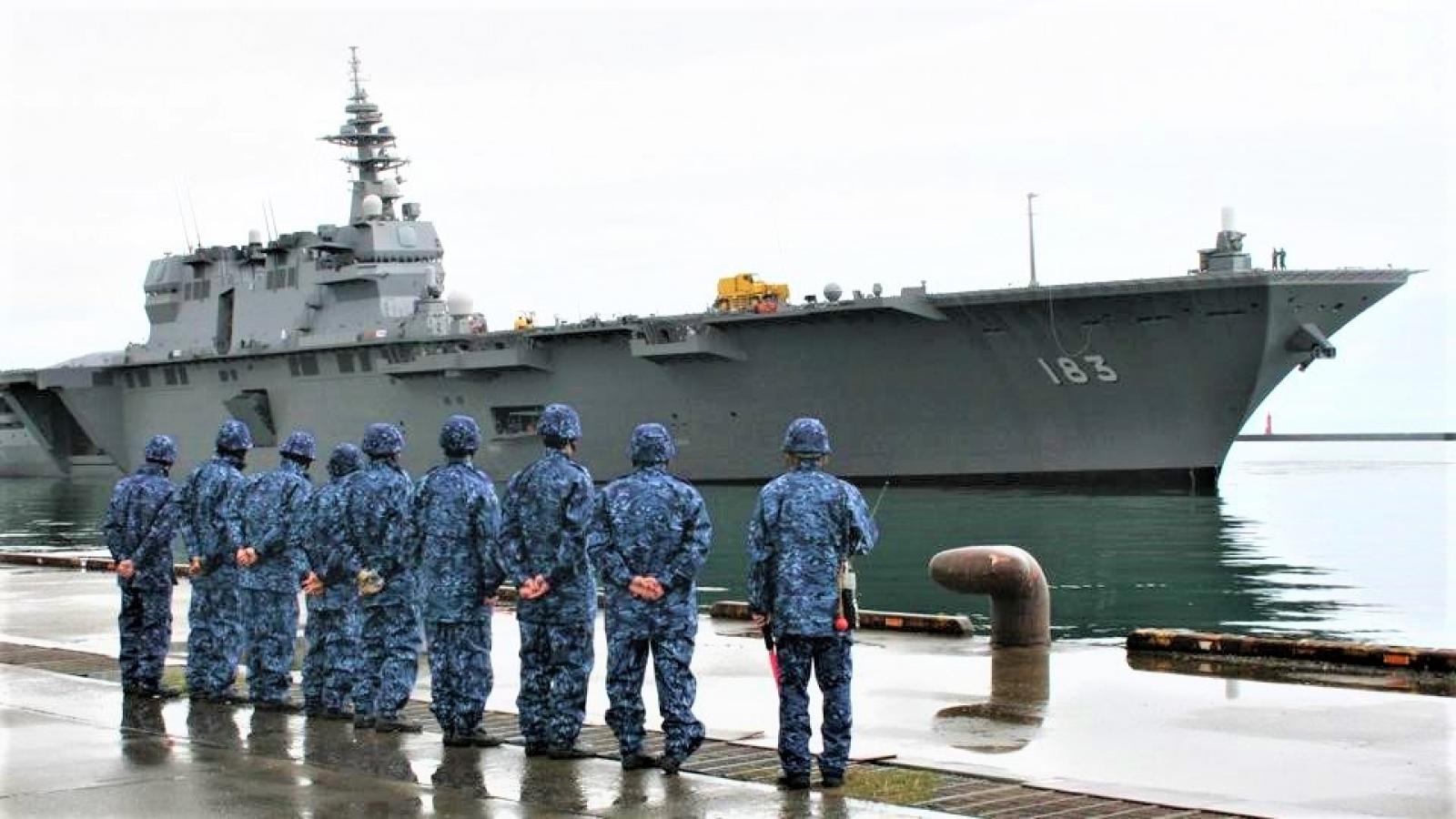 """Nhật Bản cải tạo tàu """"khu trục trực thăng"""" thành tàu sân bay"""