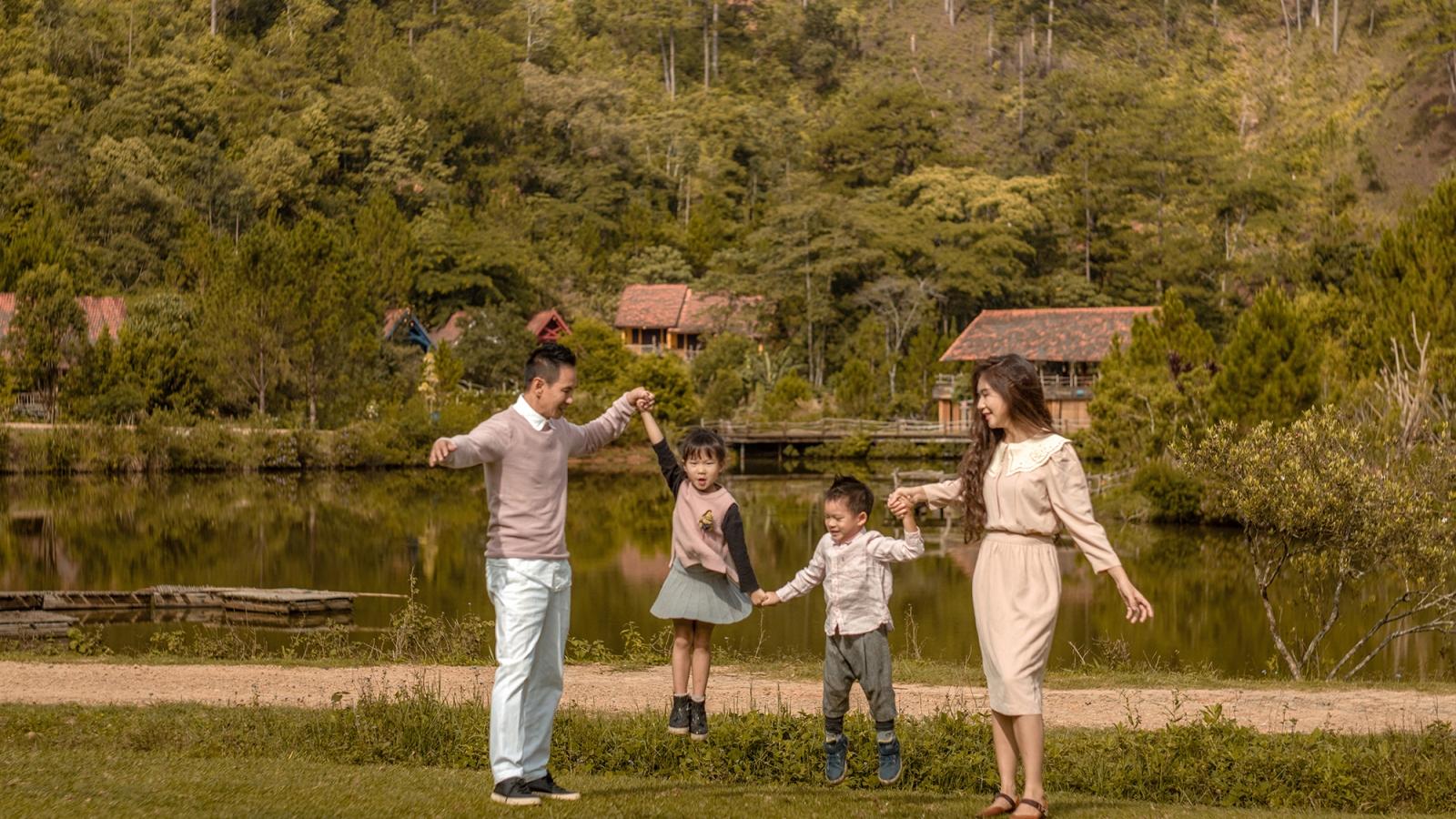 Lý Hải - Minh Hà khoe bộ ảnh kỷ niệm 10 năm ngày cưới ở Đà Lạt