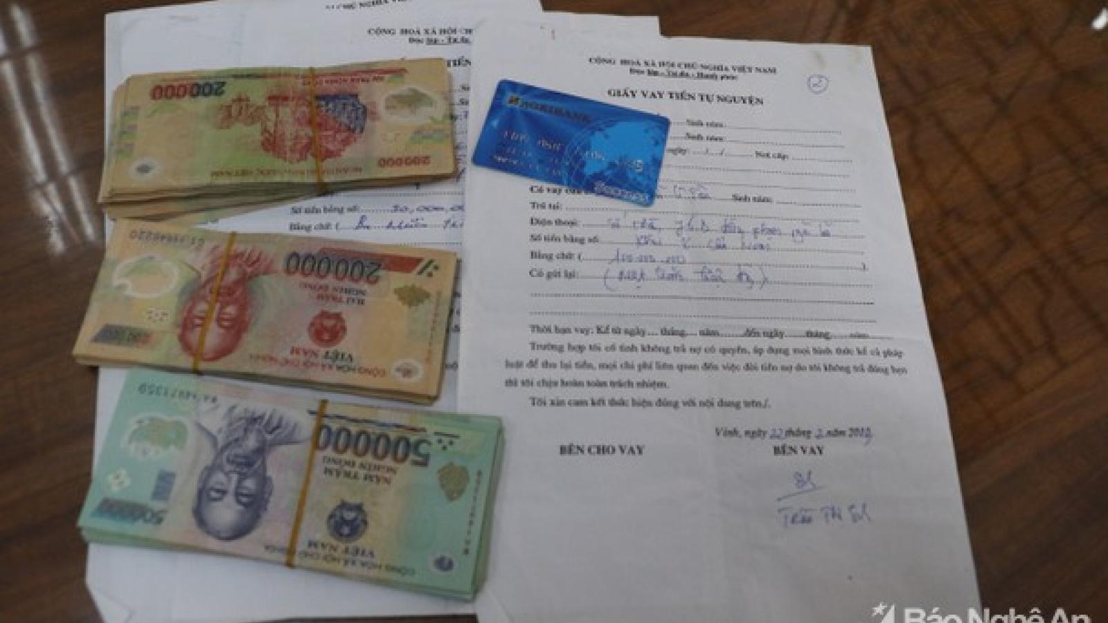 Cho vay lãi nặng rồi ép con nợ viết giấy nhận tiền