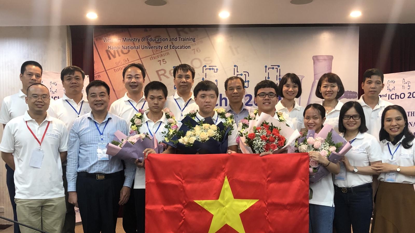 4/4 học sinh Việt Nam đoạt Huy chương Vàng tại Olympic Hóa học quốc tế