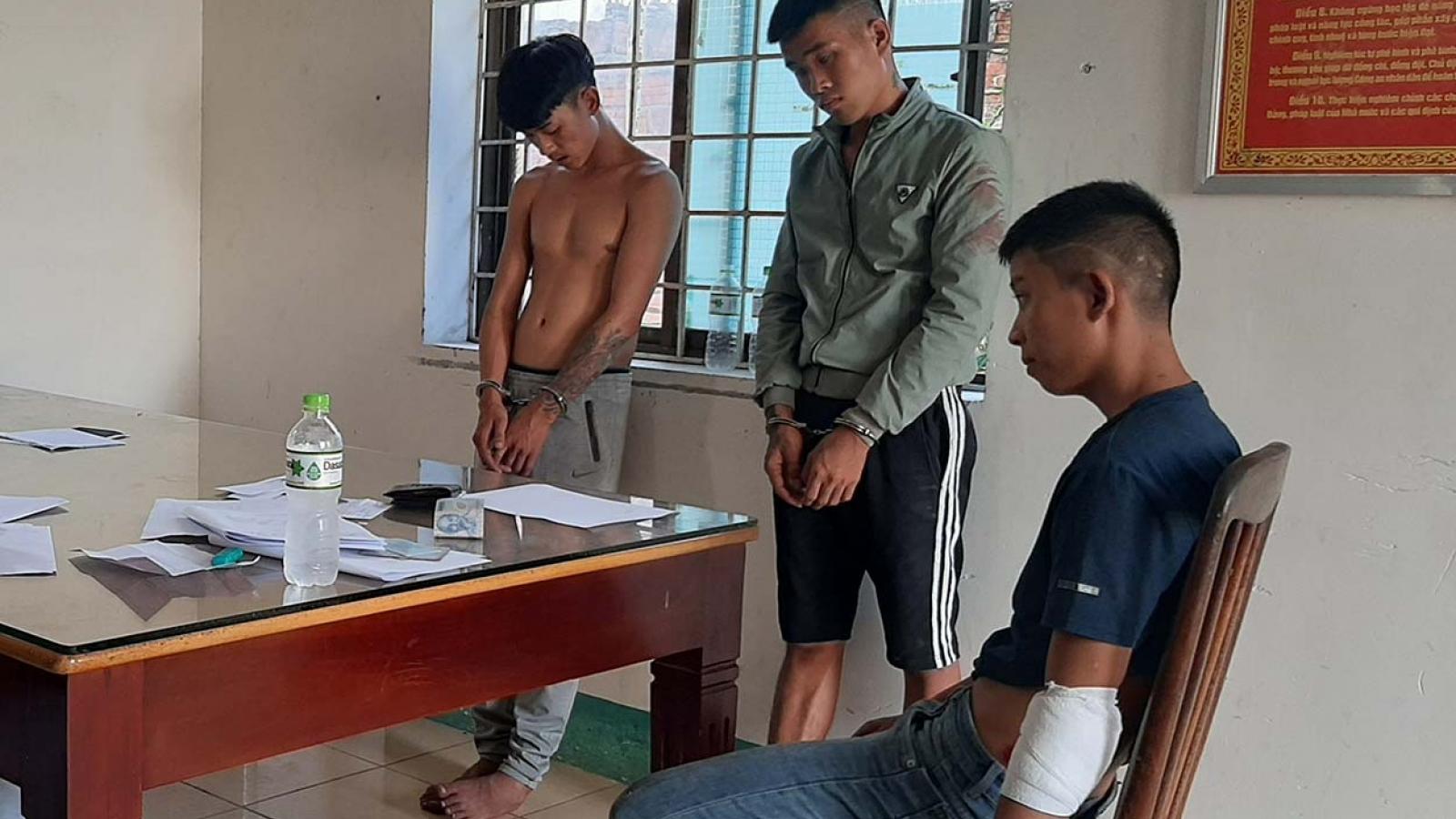 Tạm giữ 3 đối tượng hành hung cảnh sát giao thông tại Kon Tum