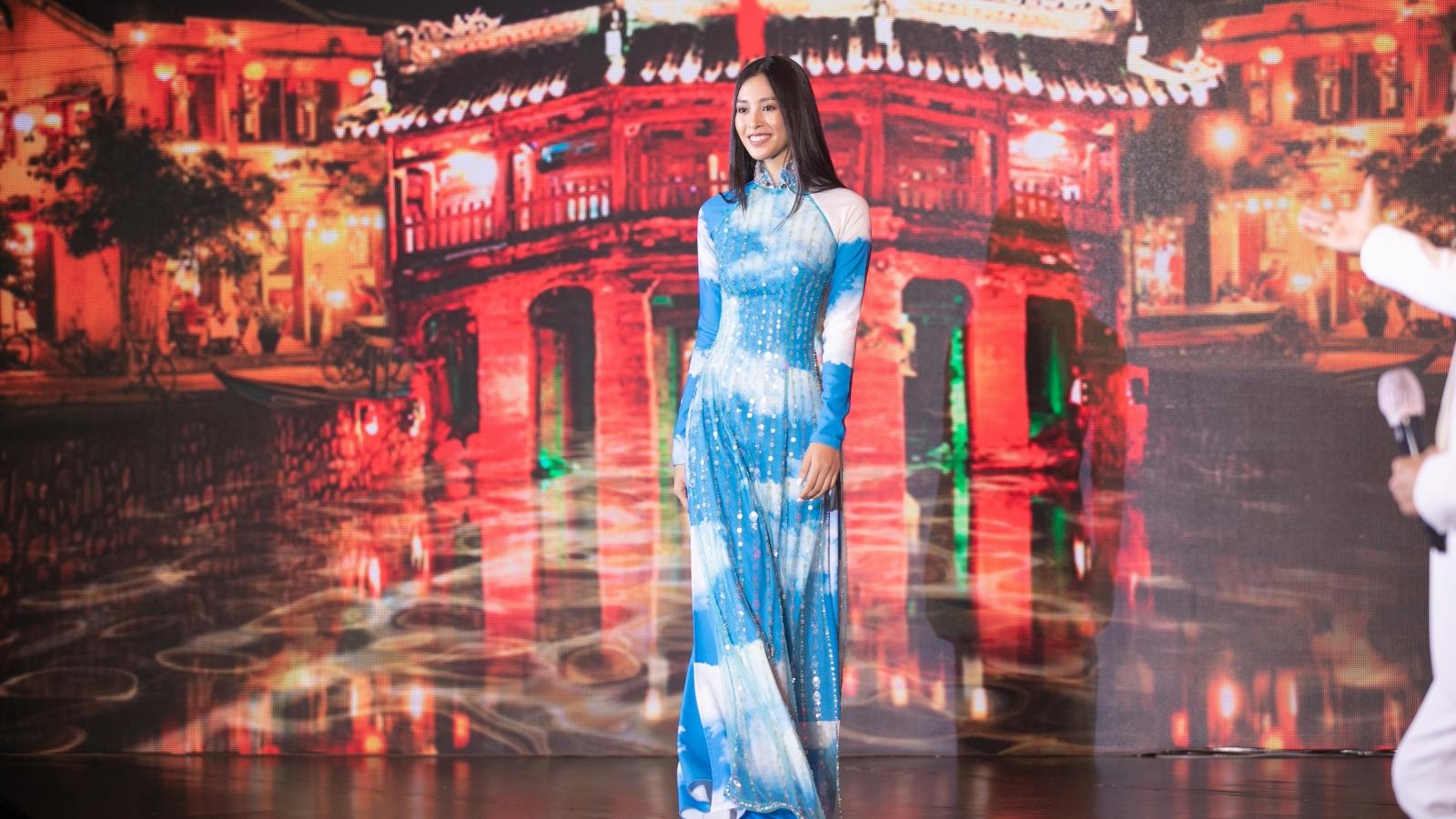 NTK Công Trí bán đấu giá chiếc áo dài 80 triệu do Hoa hậu Tiểu Vy trình diễn