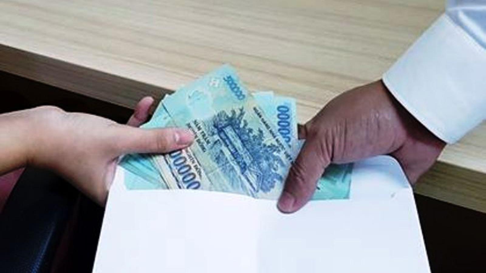Một thiếu úy công an ở Bình Dương bị bắt vì nhận hối lộ