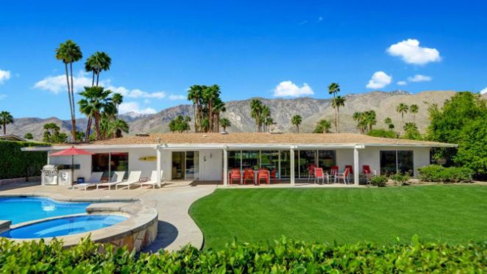 """Khám phá """"căn nhà trong mơ"""" của Disney đang rao bán giá 1,1 triệu USD"""