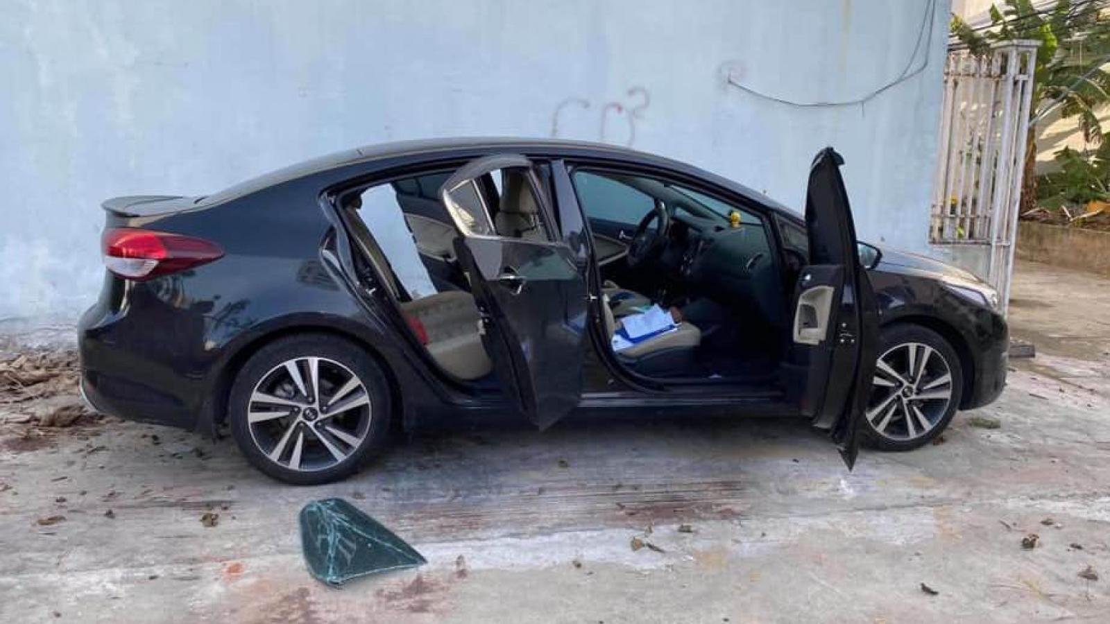 Bắt 10 thanh thiếu niên đập phá hàng chục ô tô trộm cắp tài sản