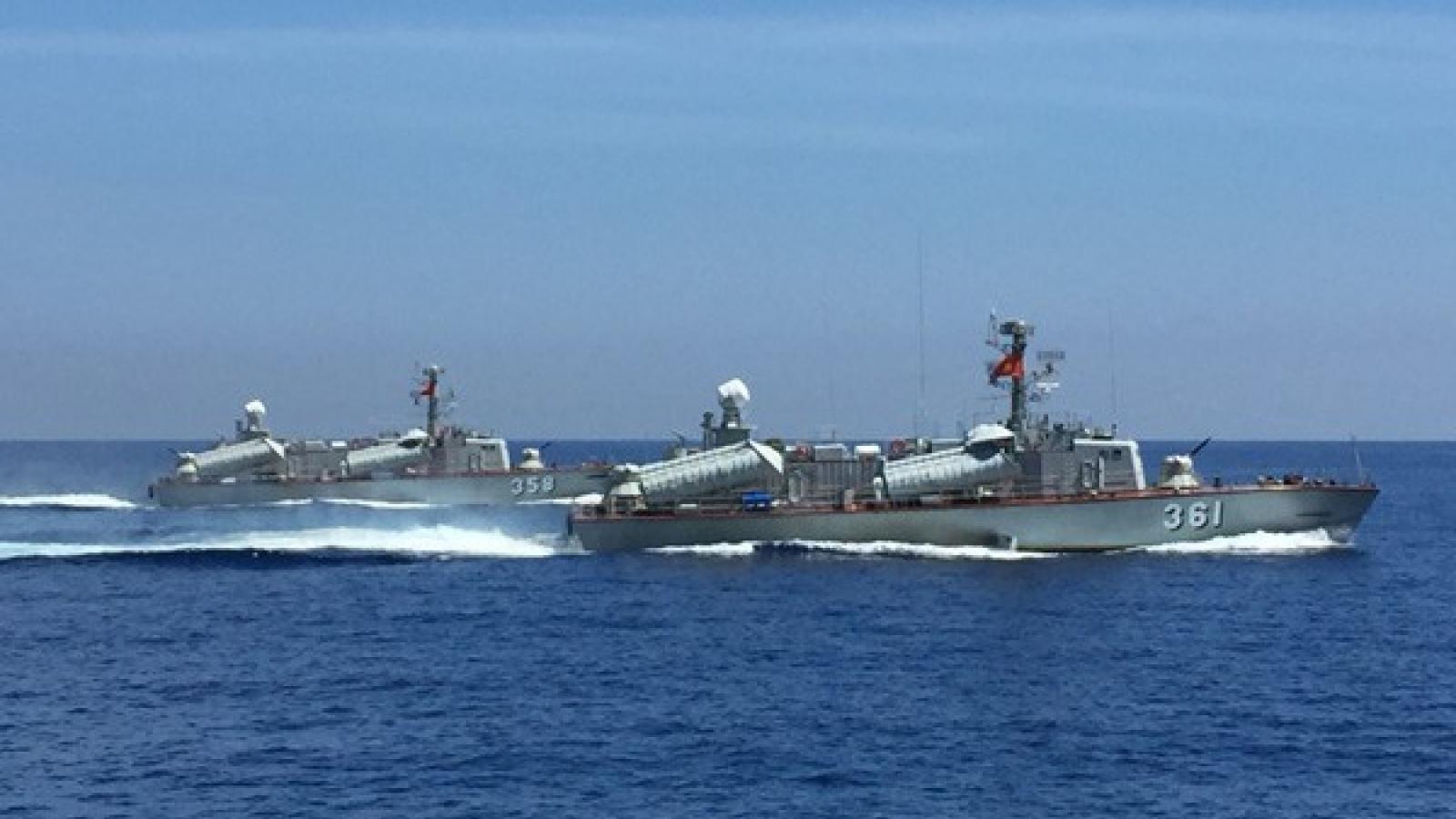 """Mỗi con tàu, mỗi chiến sĩ là """"lá chắn"""" bảo vệ chủ quyền biển đảo"""