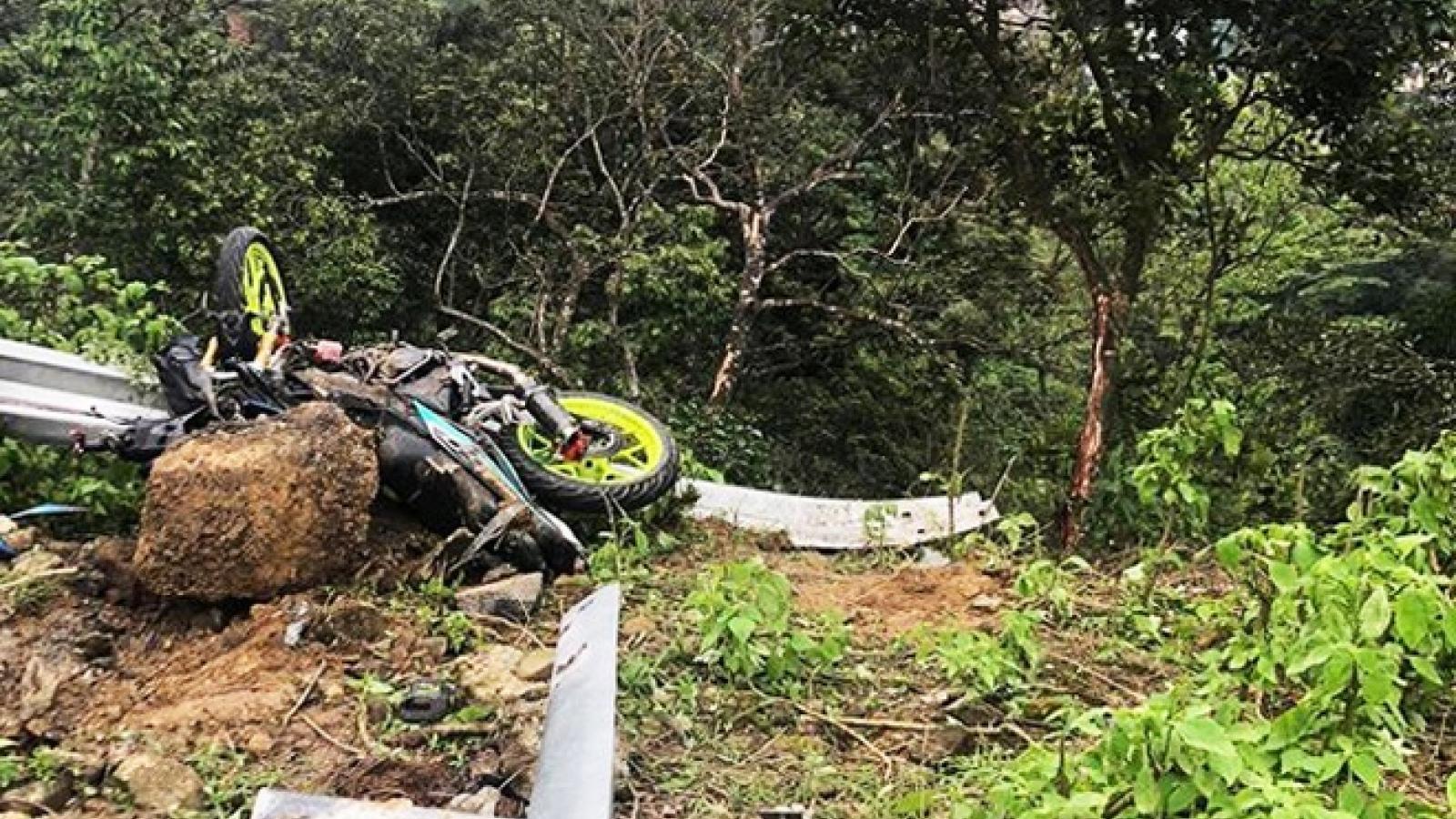 Xe ô tô con lao xuống vực ở Tam Đảo, 4 người chết