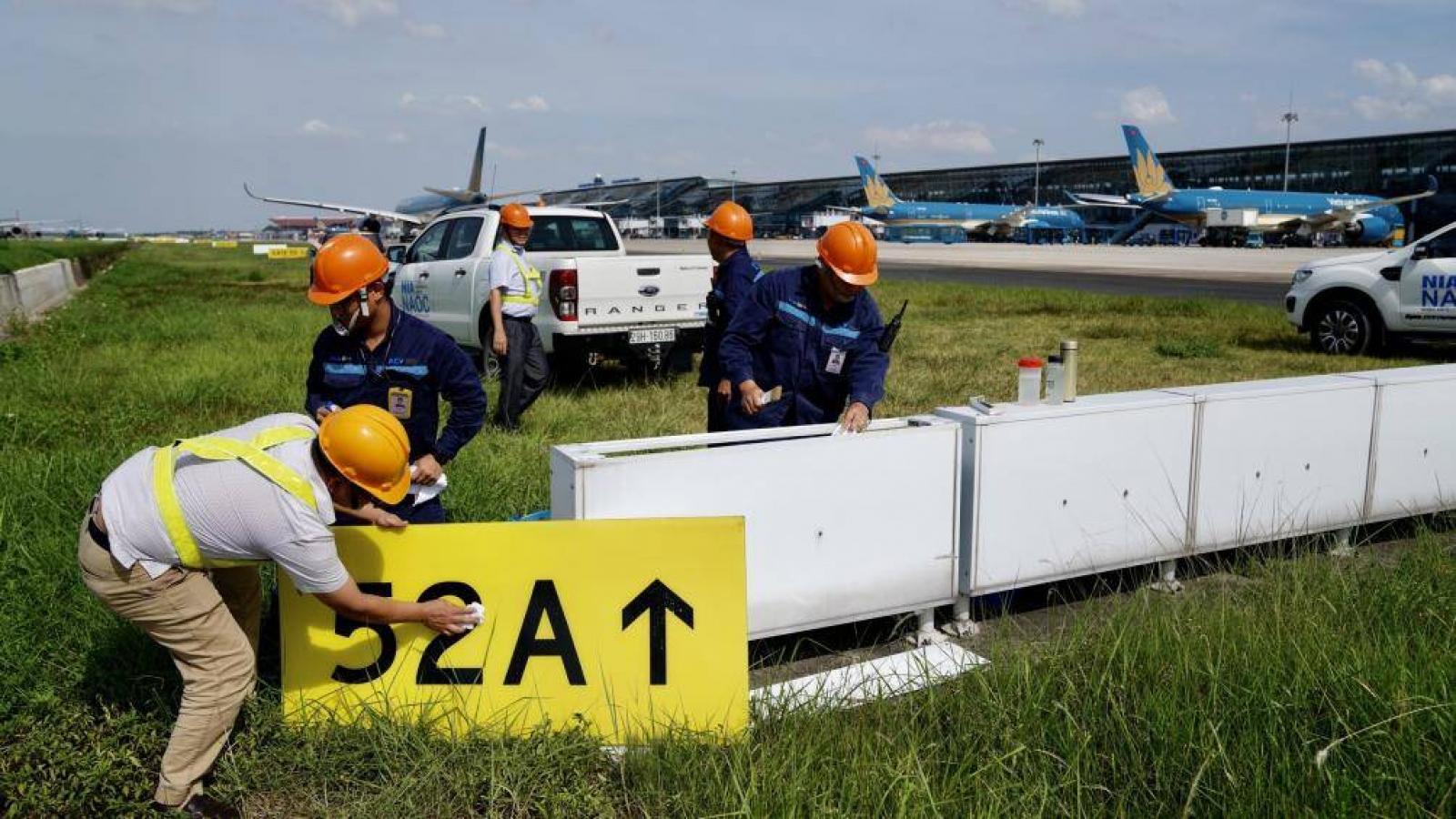 Nhà thầu nào được chọn để sửa chữa sân bay Nội Bài và Tân Sơn Nhất?