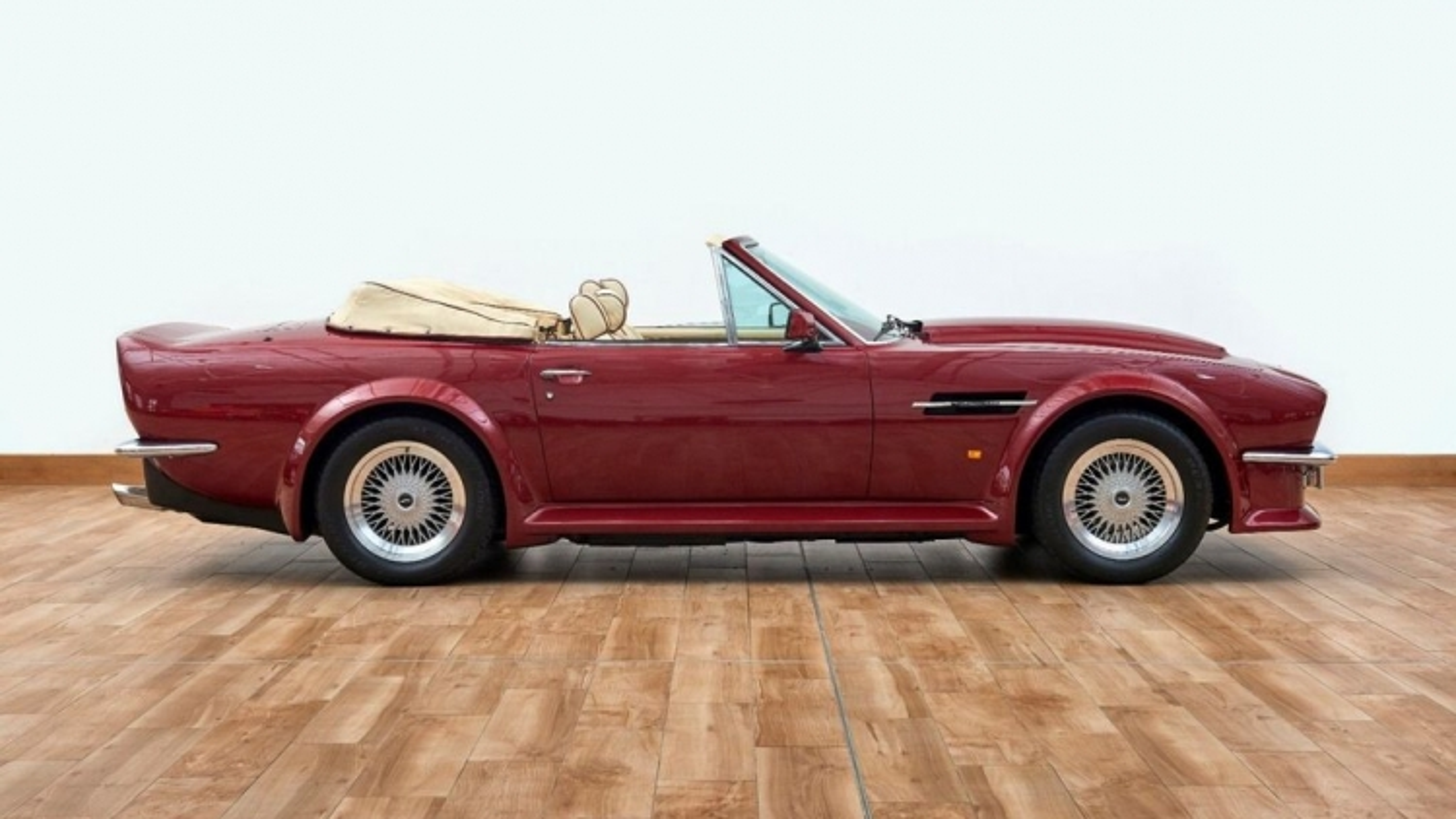Xế cổ Aston Martin V8 Volante 1988 của David Beckham được rao bán