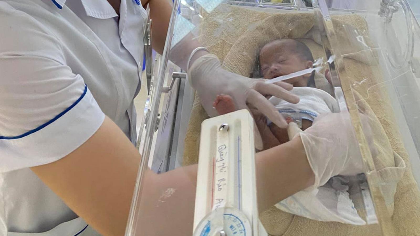 Cứu sống bé gái sơ sinh  bị dị tật tắc tá tràng hiếm gặp