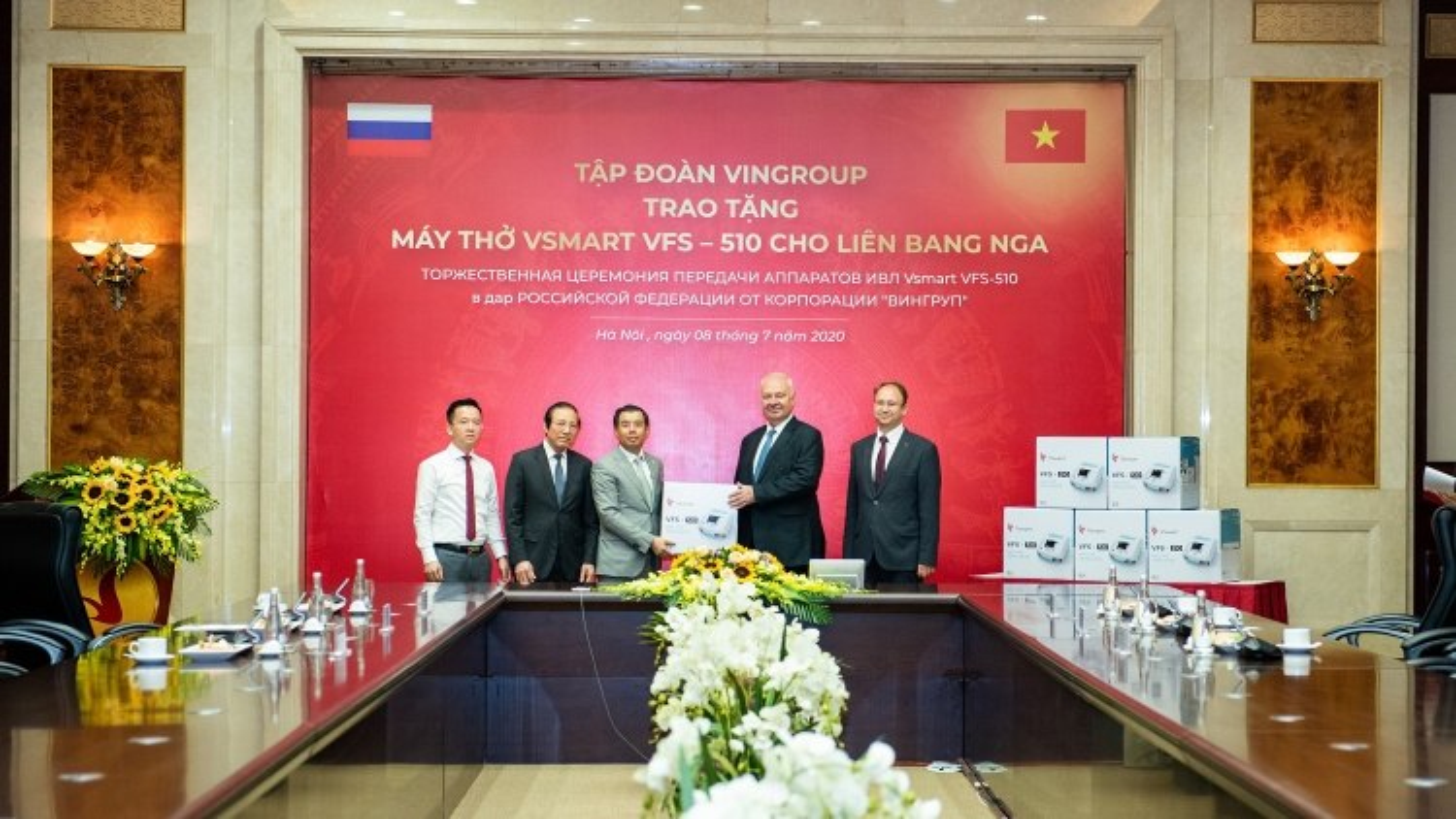 Vingroup trao tặng 1.000 máy thở cho Nga, Ukraine và Singapore