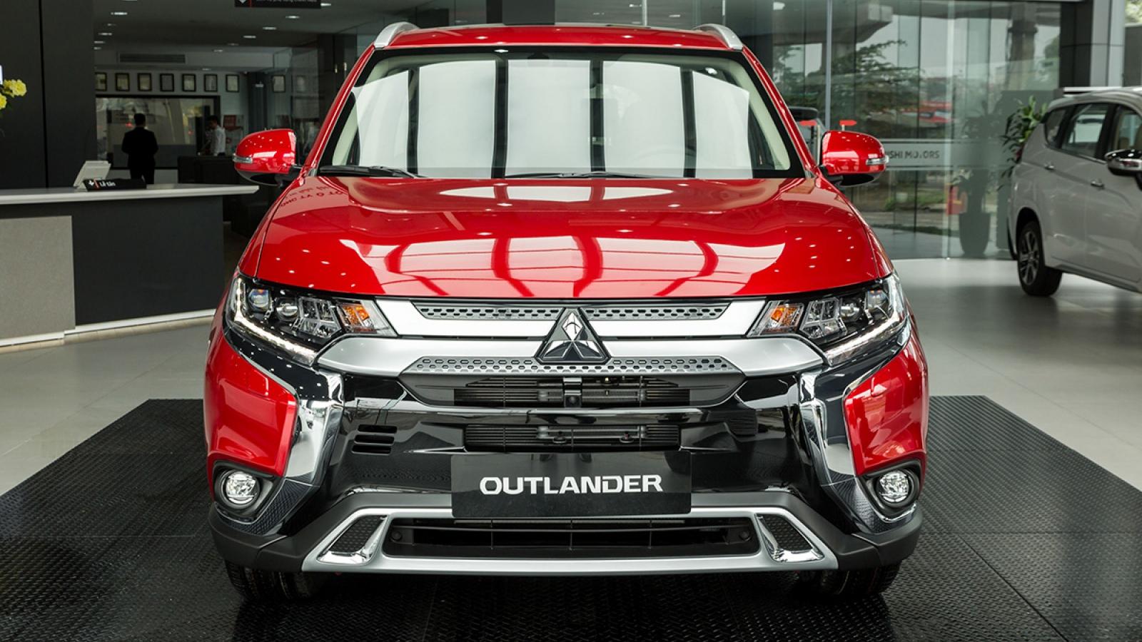 Cận cảnh Mitsubishi Outlander 2.4 CVT Premium 2020 giá hơn 1 tỷ đồng