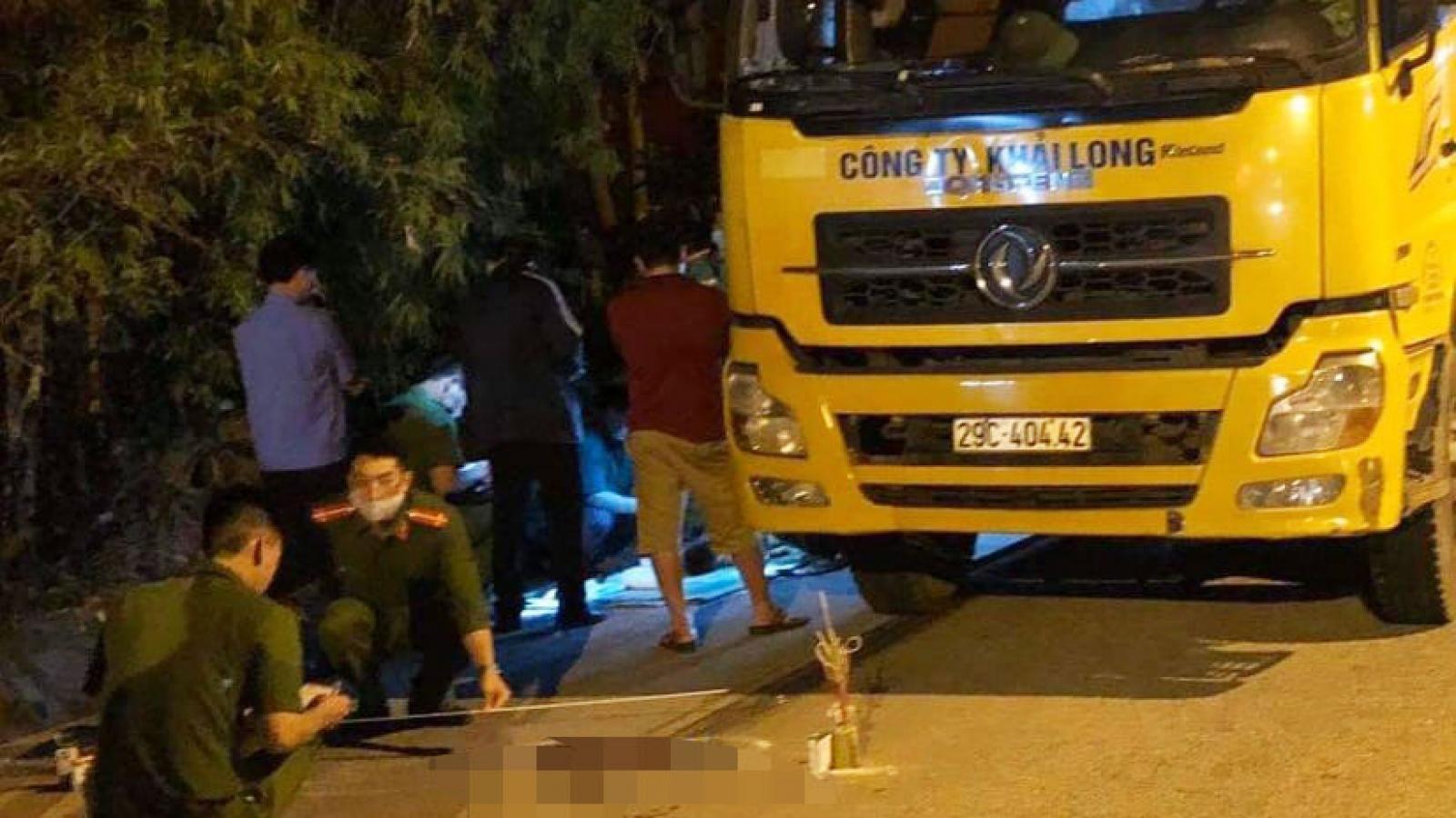 Cháu bé 4 tuổi bị xe tải cán tử vong khi băng qua đường
