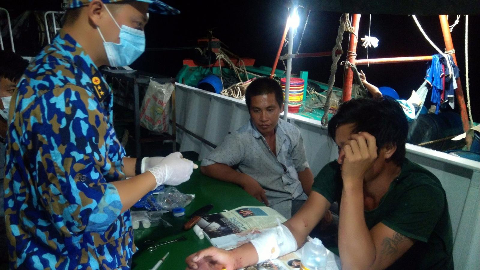 Tàu 212, Vùng 2 Hải quân cấp cứu ngư dân tàu cá Bến Tre gặp nạn