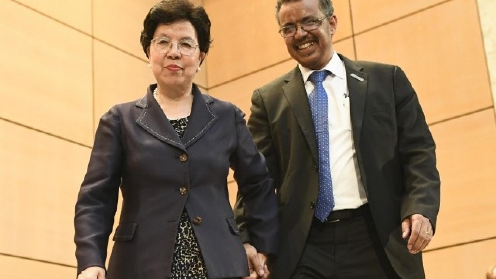 """Mối quan hệ """"gần gũi"""" giữa Trung Quốc và 2 Tổng giám đốc WHO"""
