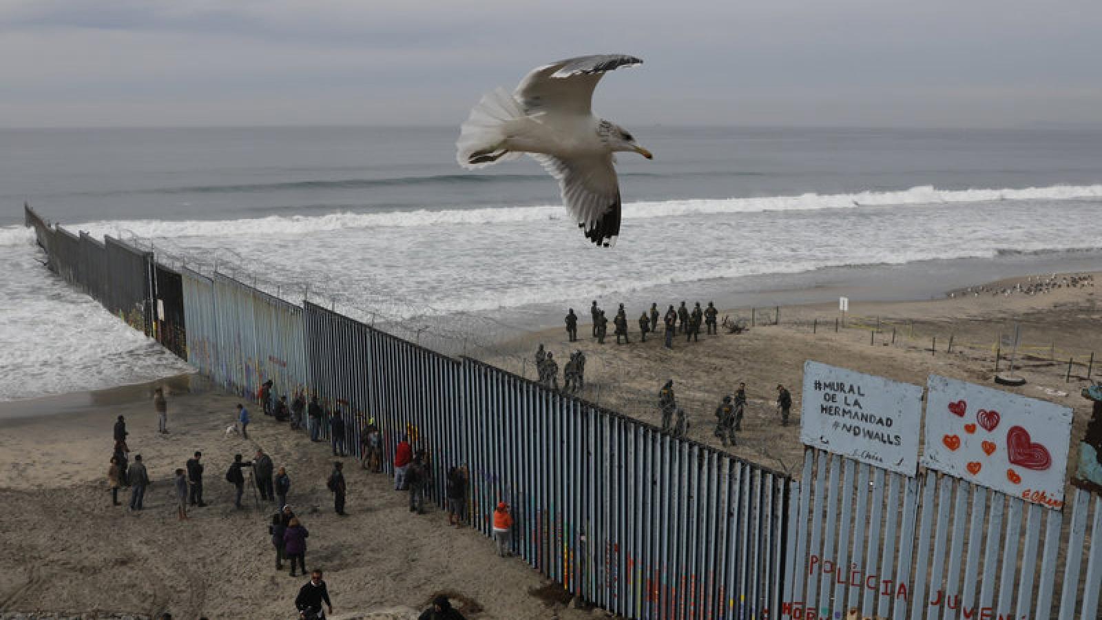 Mỹ trục xuất 10.000 người di cư trái phép với lý do phòng Covid-19
