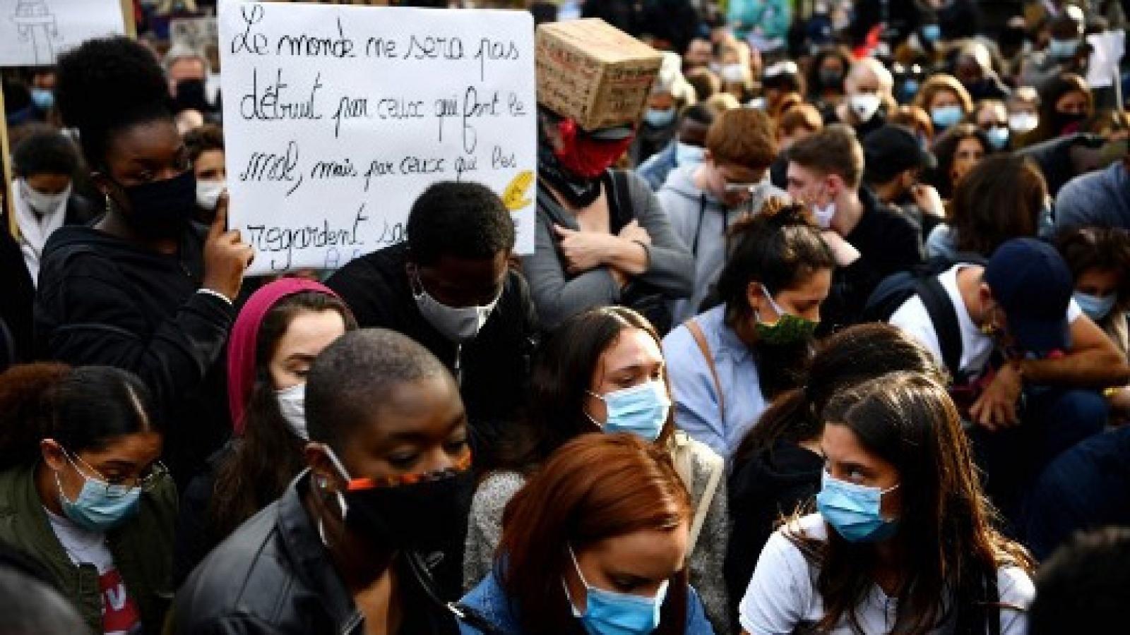 Hàng vạn người Pháp xuống đường biểu tình phản đối phân biệt chủng tộc