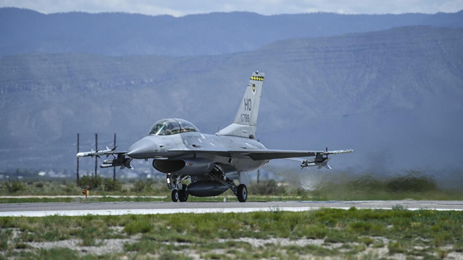 Tiêm kích F-16 của Mỹ gặp nạn, phi công bị thương