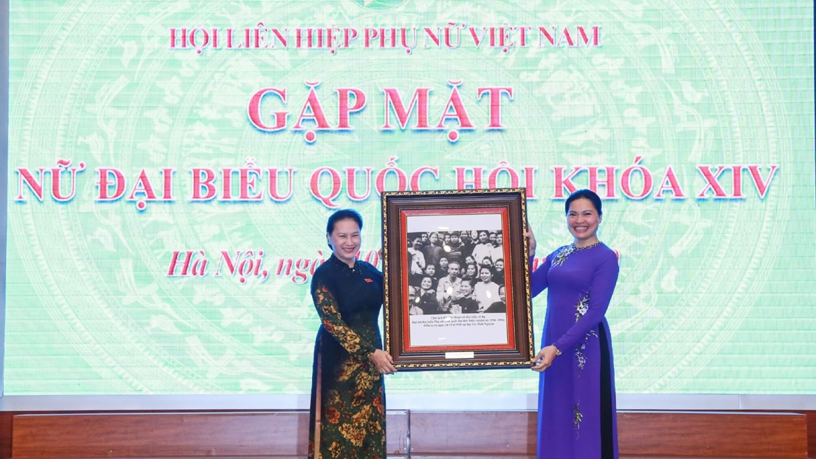 Thủ tướng, Chủ tịch Quốc hội dự buổi gặp mặt nữ Đại biểu Quốc hội