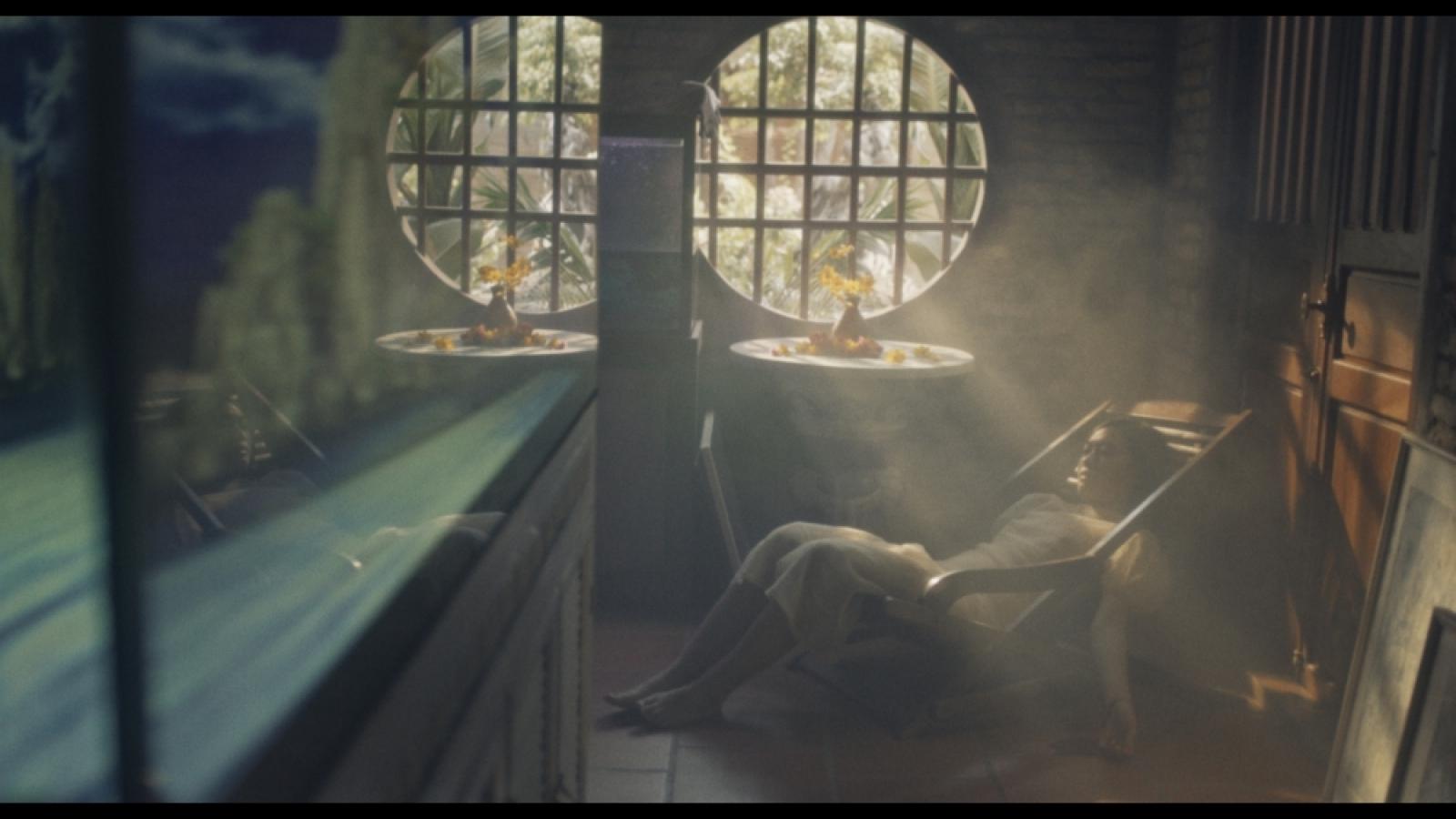 Đồng Lan gây ám ảnh với tình yêu của người trầm cảm trong MV mới
