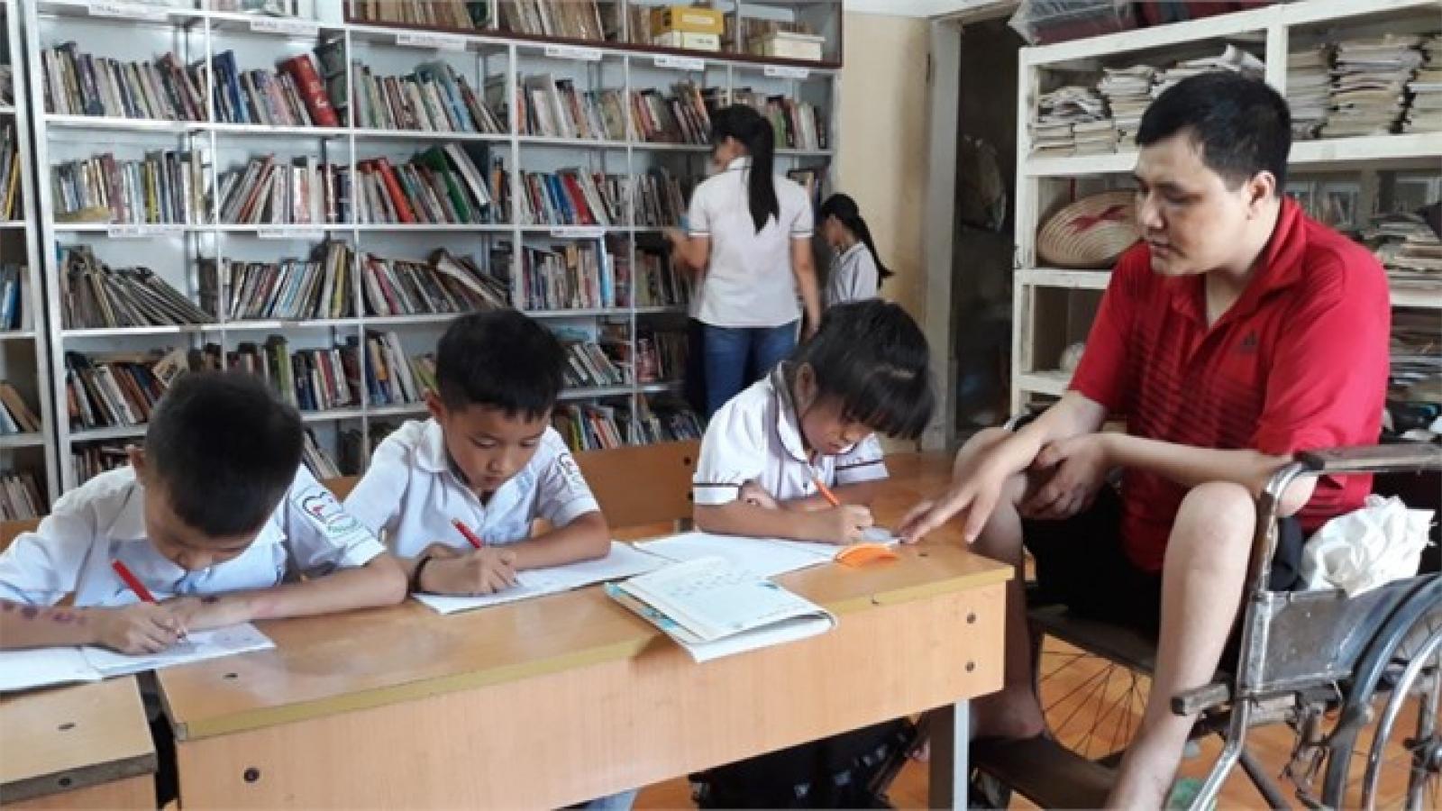Người thầy khuyết tật và lớp học không phấn trắng, bảng đen
