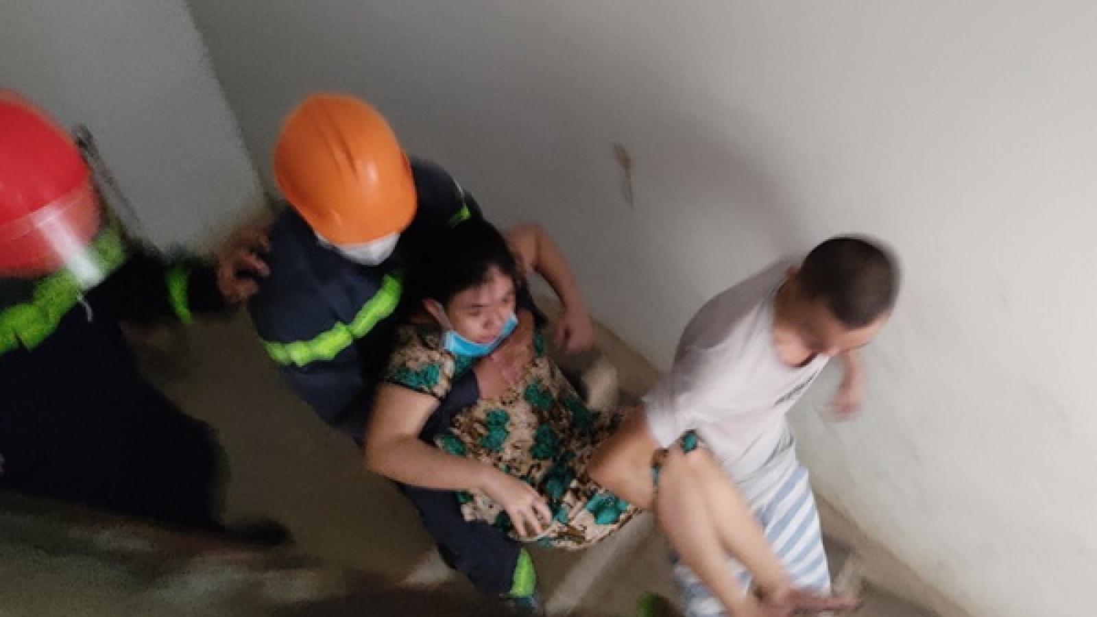 Kịp thời cứu 2 người mắc kẹt trong vụ cháy chung cư ở Đà Nẵng