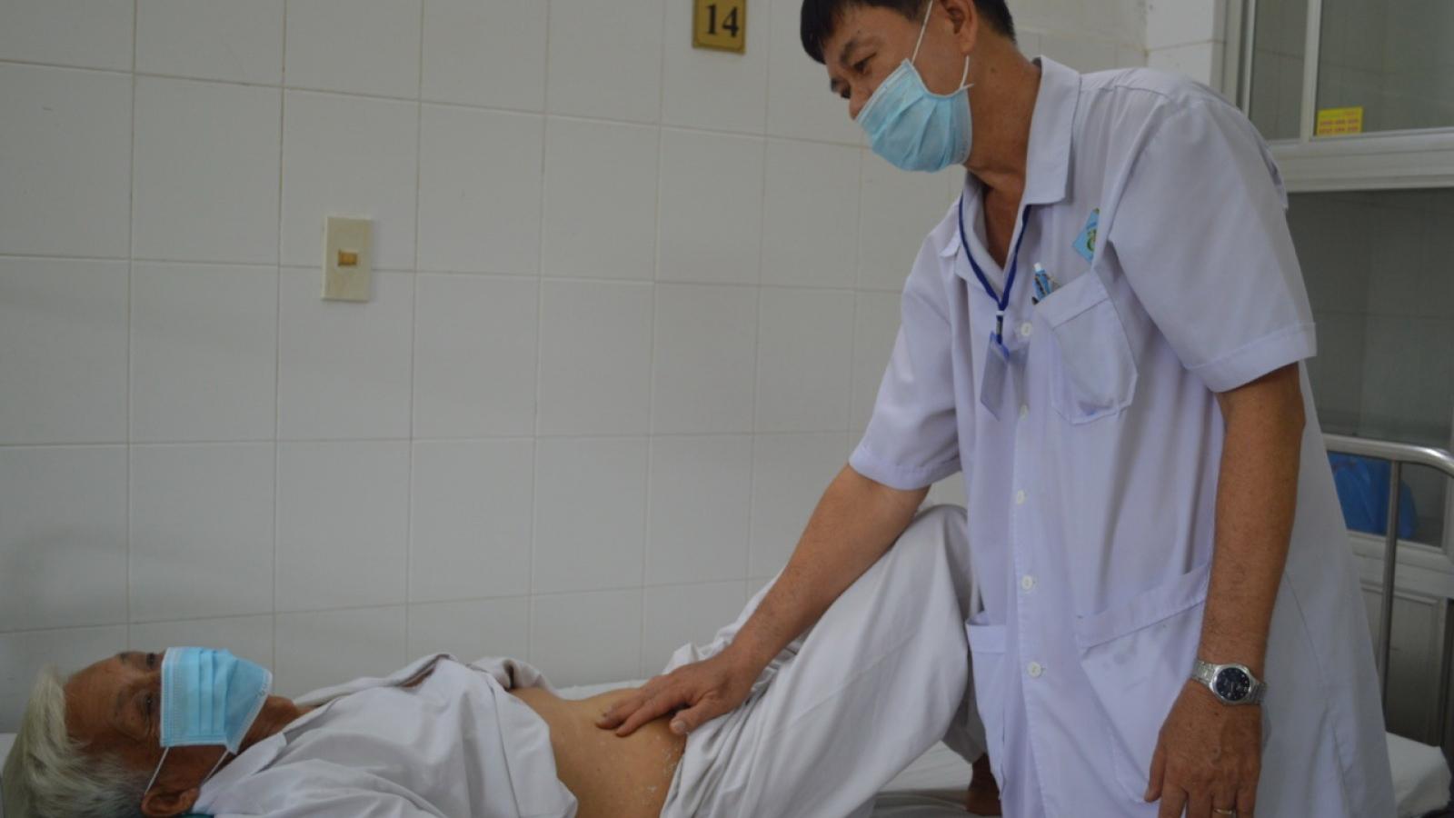 Can thiệp thành công bệnh nhân bị tiểu ra máu nguy kịch ở Cần Thơ