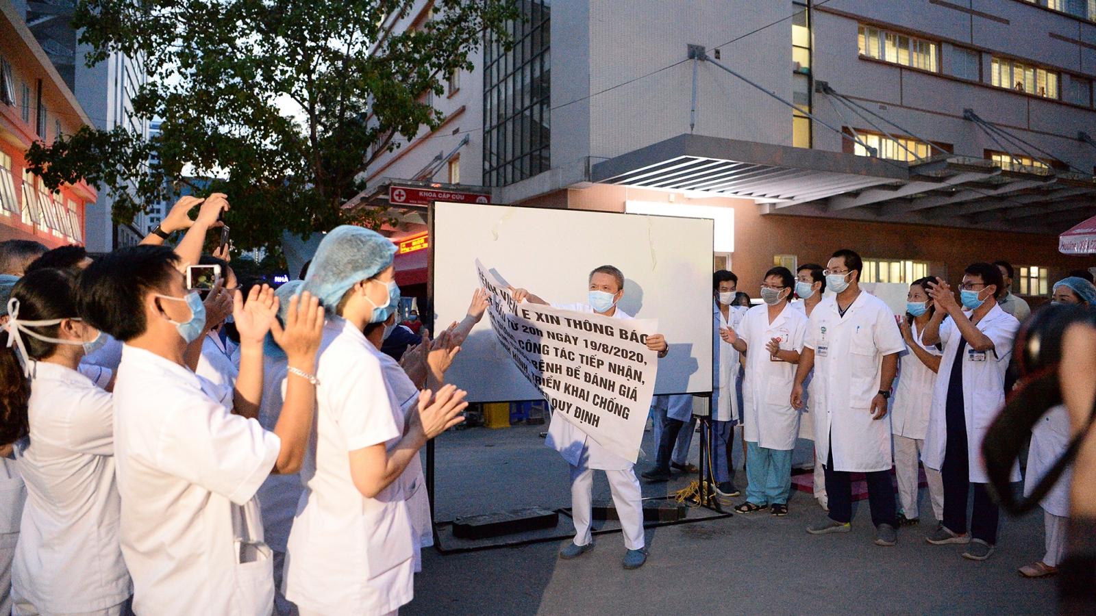Bệnh viện E dỡ bỏ cách ly, đón người dân đến khám trở lại