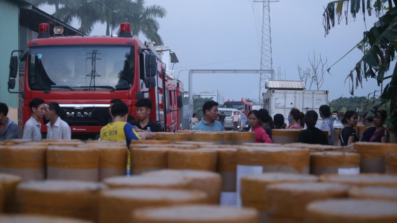 Hiện trường vụ cháy xưởng gỗ ở Cụm Công nghiệp Bình Phú - Hà Nội
