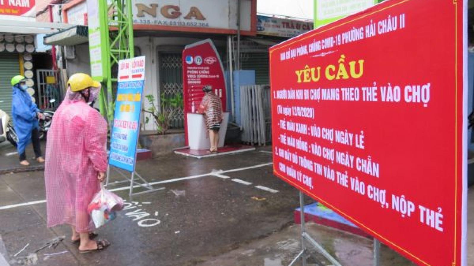 Ảnh: Ngày đầu tiên người Đà Nẵng dùng thẻ đi chợ phòng ngừa Covid-19