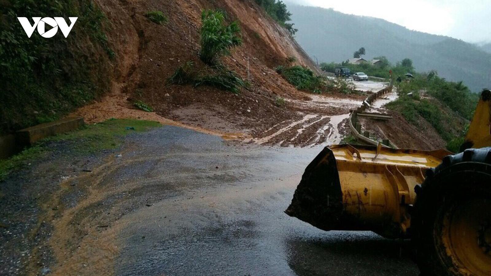 Mưa kéo dài, gây ách tắc tại 11 vị trí trên các tuyến giao thông ở Sơn La