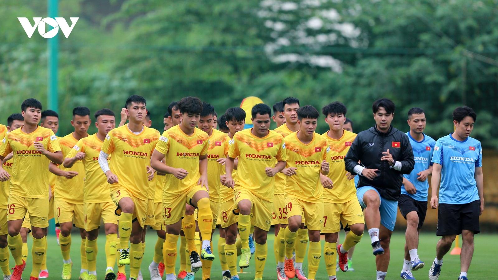 """Thời tiết ủng hộ, cầu thủ U22 Việt Nam """"cháy"""" hết mình để ghi điểm với thầy Park"""