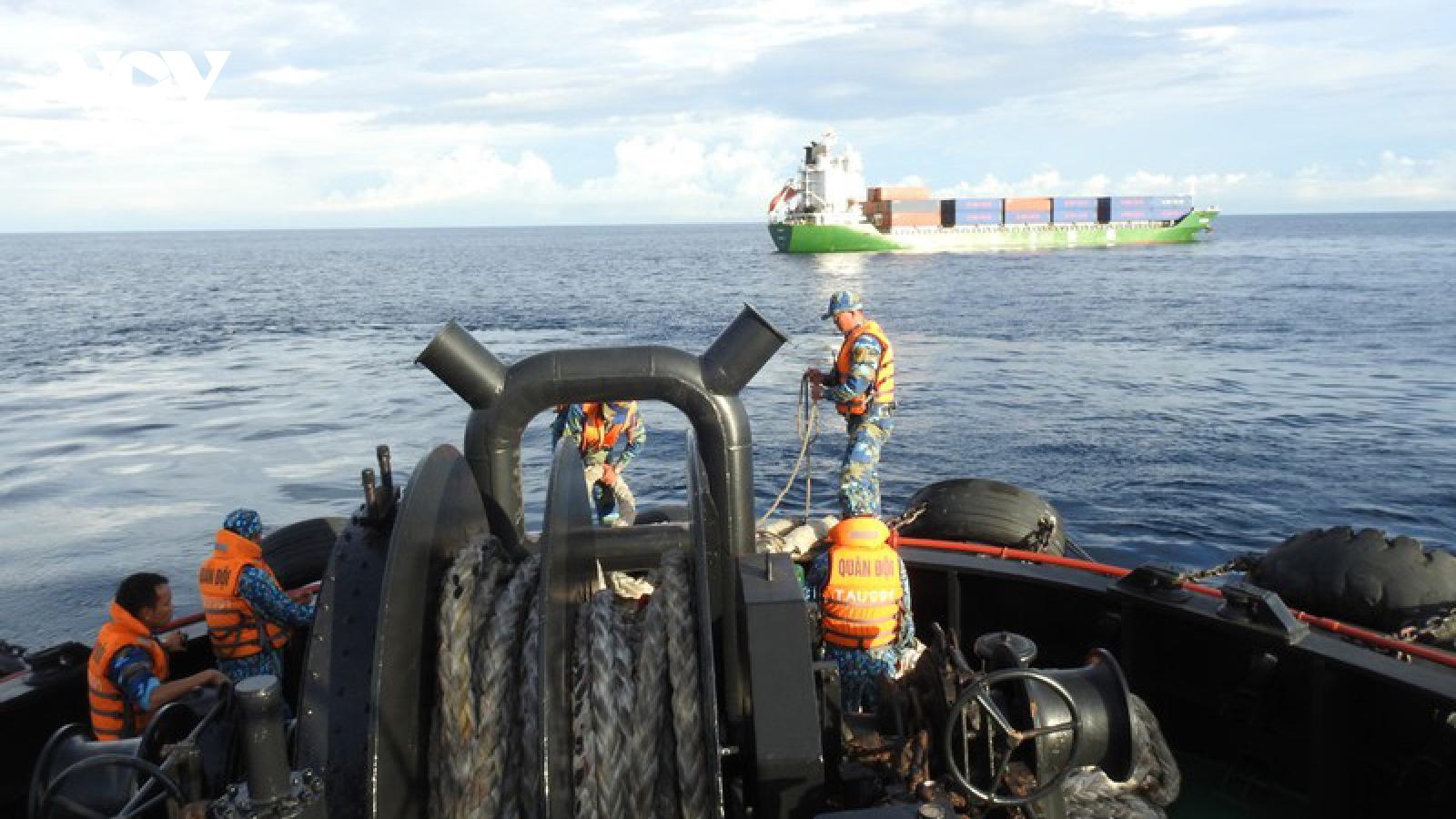 Lữ đoàn Tàu ngầm 189 Hải quân cứu hộ tàu Mông Cổ gặp nạn