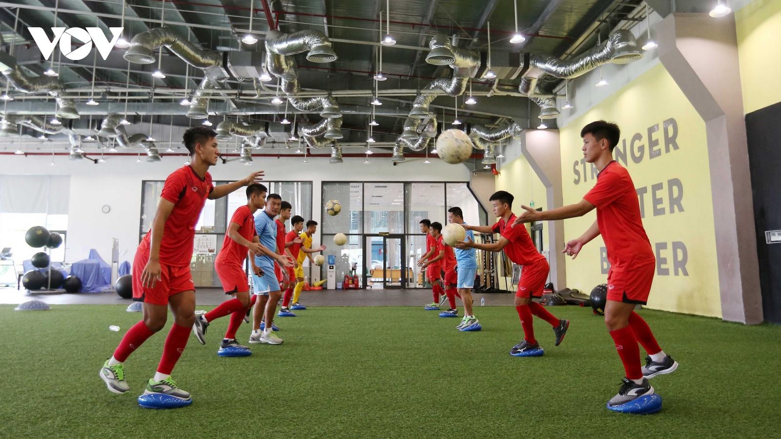 HLV Philippe Troussier nói lý do không gọi cầu thủ SLNA lên U19 Việt Nam