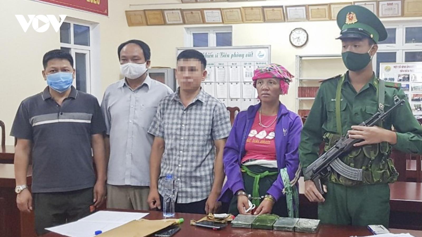 Bắt giữ một phụ nữ người Lào mang 4 bánh heroin vào Việt Nam