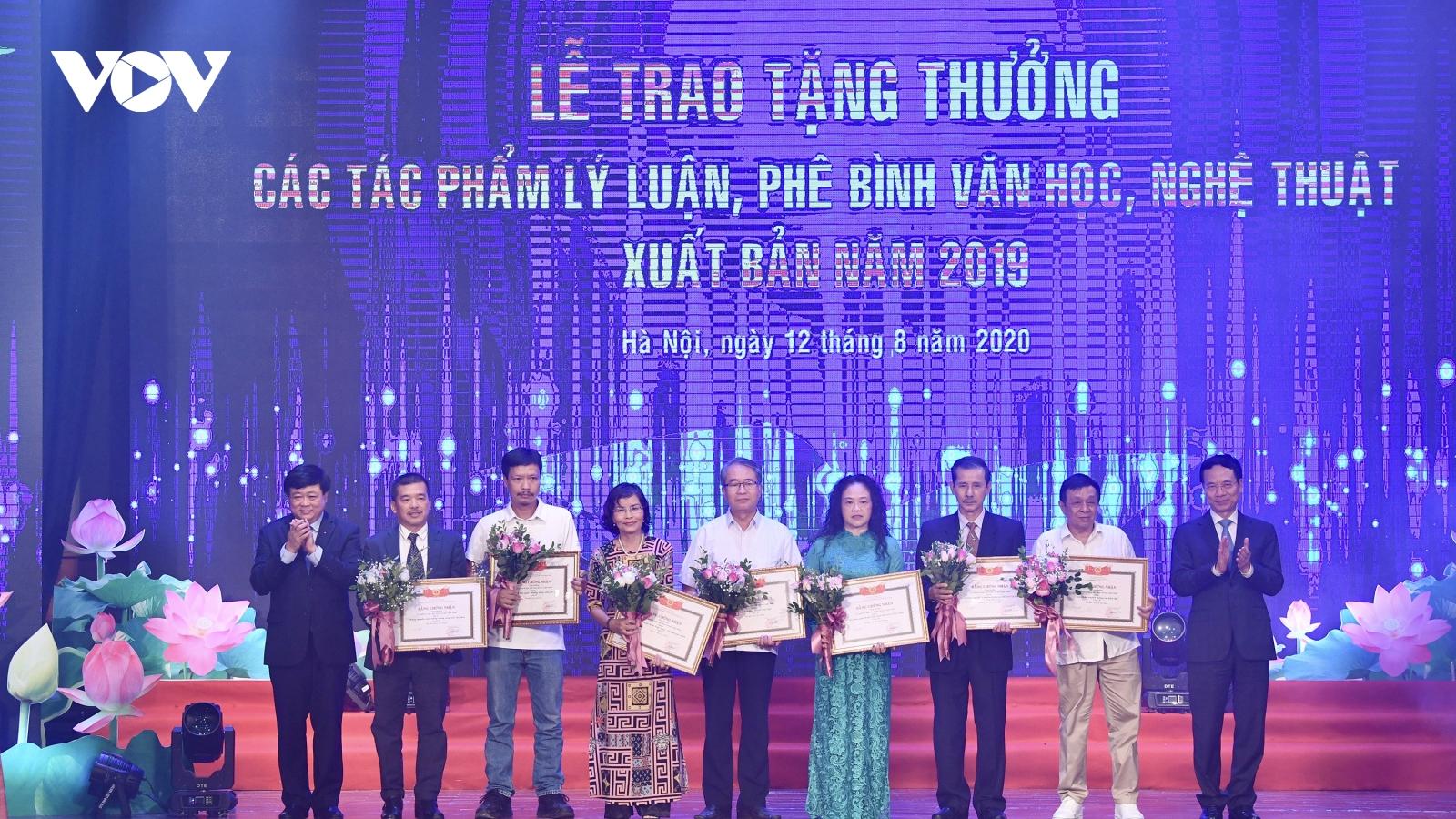 Toàn cảnh Lễ trao tặng thưởng các tác phẩm lý luận, phê bình VHNT 2019