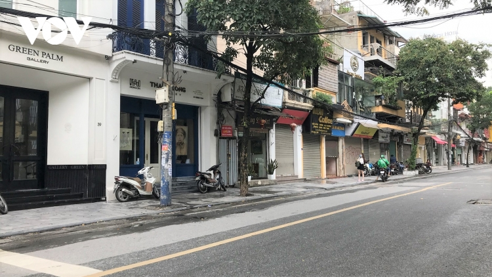 Phố cổ Hà Nội treo đầy biển hiệu sang nhượng, đóng cửa