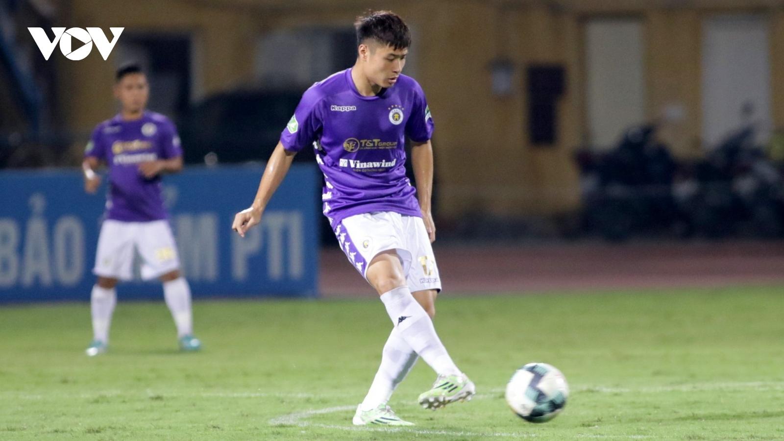 """Sao mai Đặng Văn Tới của Hà Nội FC """"thần tượng"""" Đình Trọng, thận trọng trước Quảng Nam"""