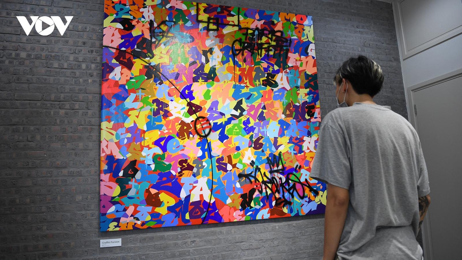 Cận cảnh bức tranh 2 tỷ của huyền thoại Graffiti gốc Việt Cyril Kongo ở Hà Nội