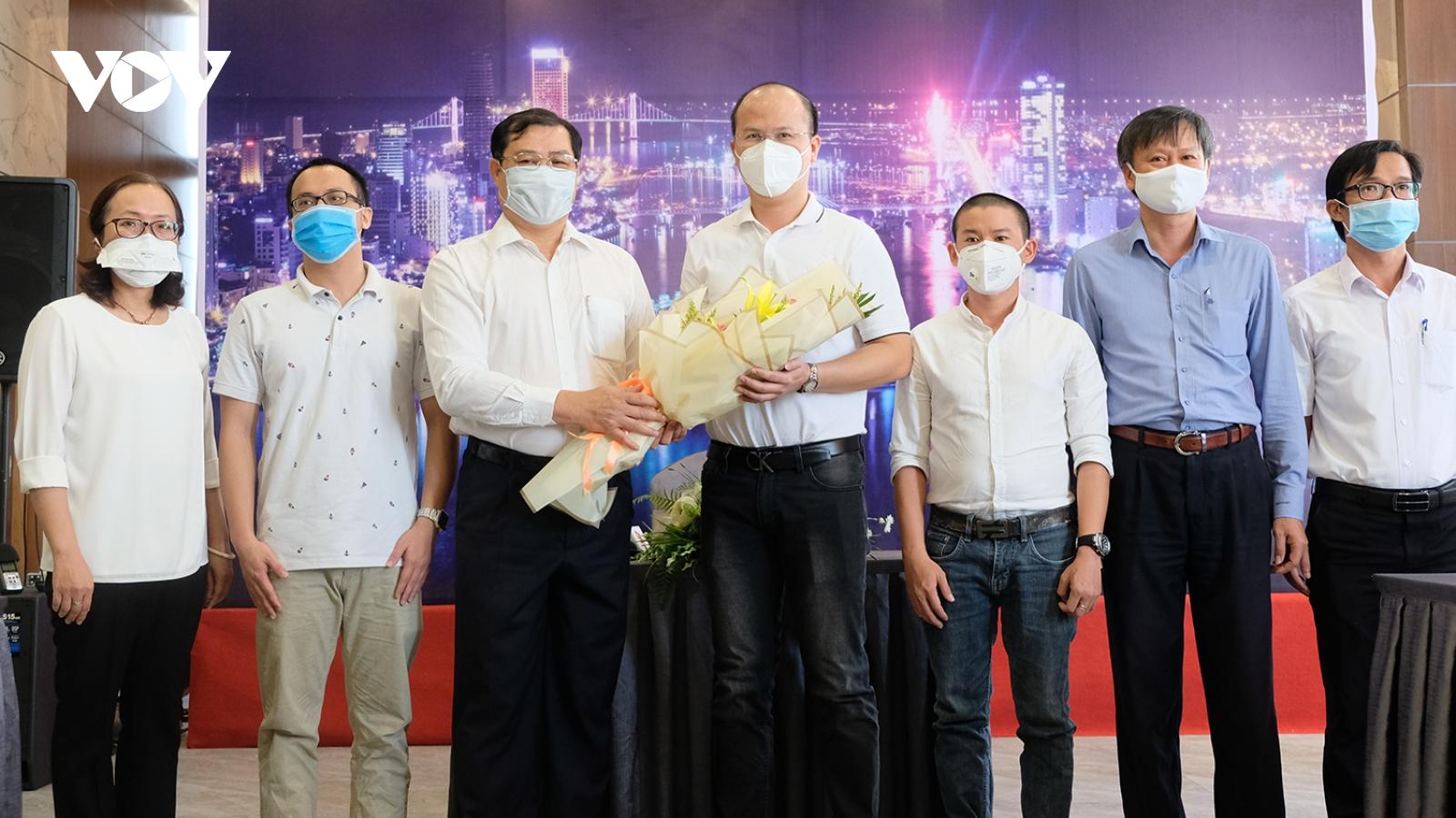 Đà Nẵng chia tay những bác sĩ cuối cùng đến hỗ trợ chống dịch Covid-19