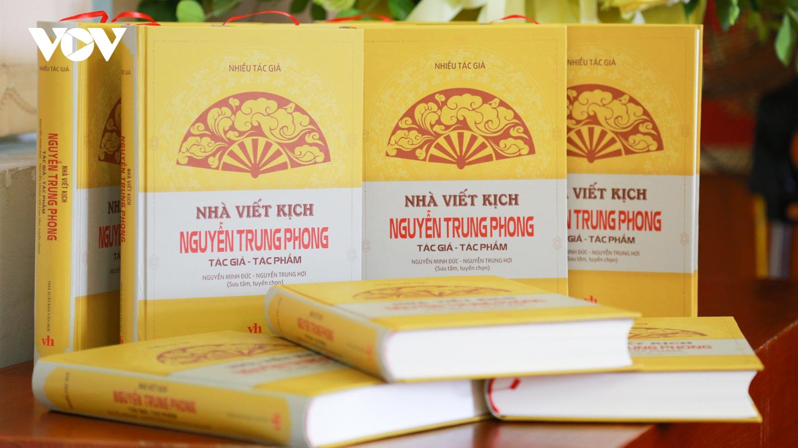Nhà viết kịch Nguyễn Trung Phong trọn đời tận hiến cho kịch, hát Ví, Giặm