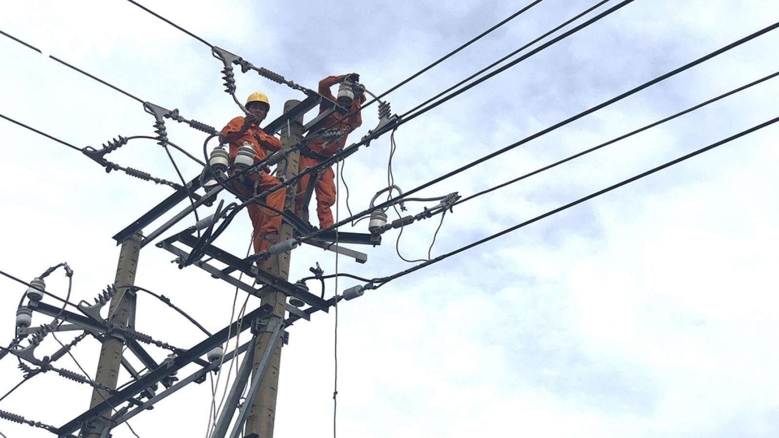 Điện lực Miền Trungkhắc phục nhanh sự cố lưới điện do ảnh hưởng của cơn bão số 5