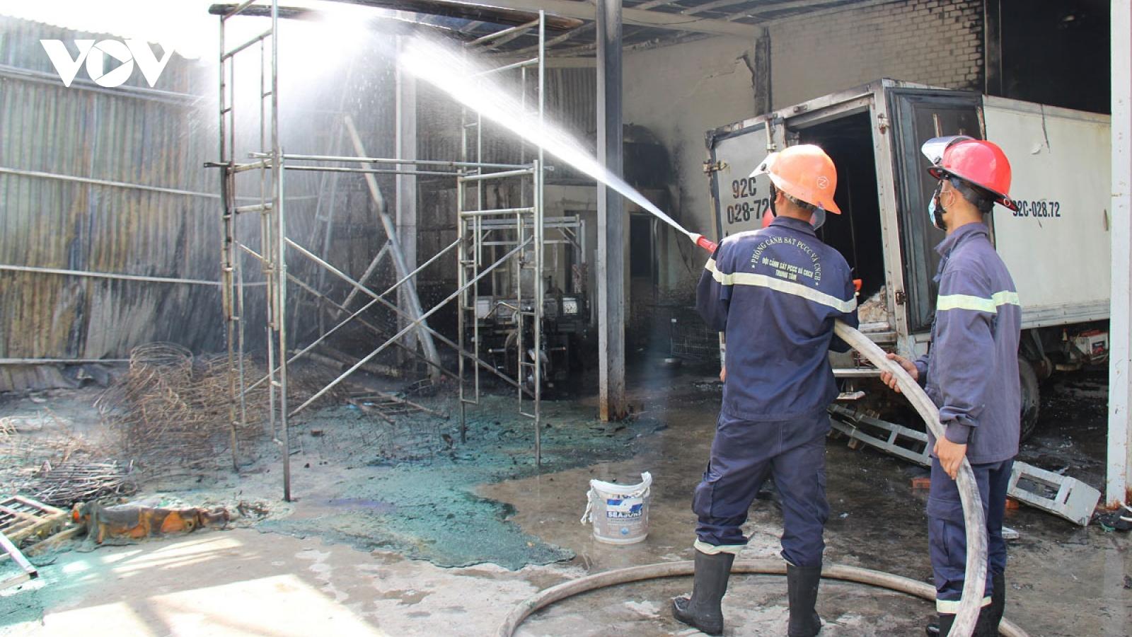 Cháy lớn cơ sởthu mua thủy sản ởQuảng Nam