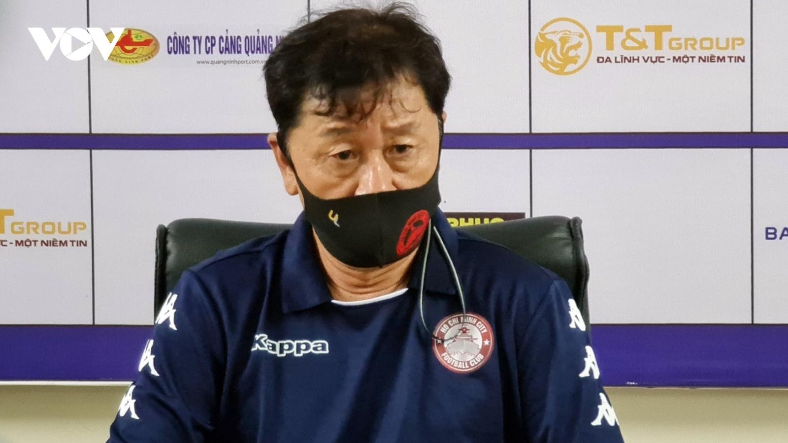 HLV Chung Hae-seong nói gì khi TPHCM thua mất mặt trước Hà Nội FC?