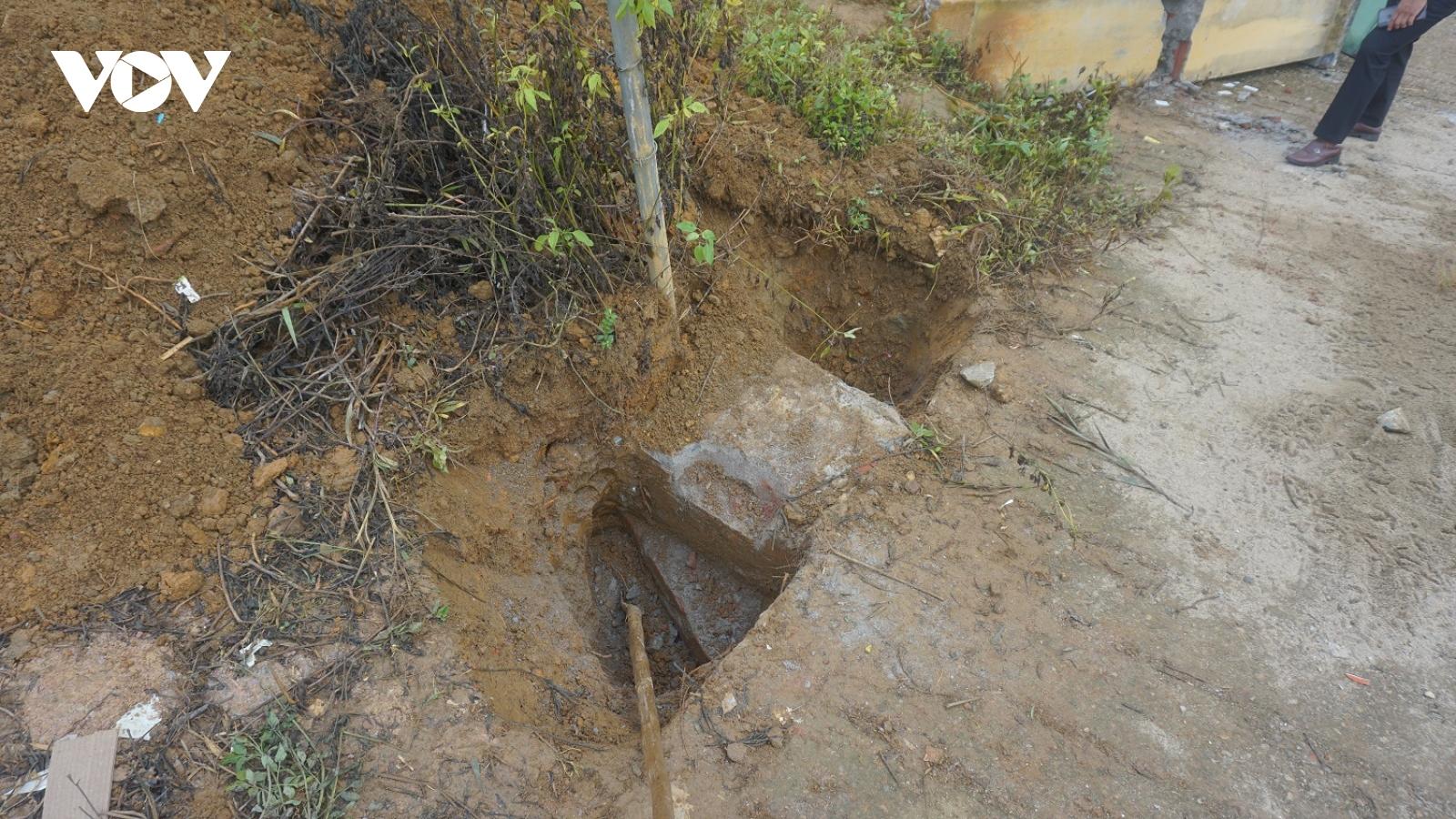 Cổng trường bị sập ở Lào Cai: trụ gạch không cốt thép có bất thường?