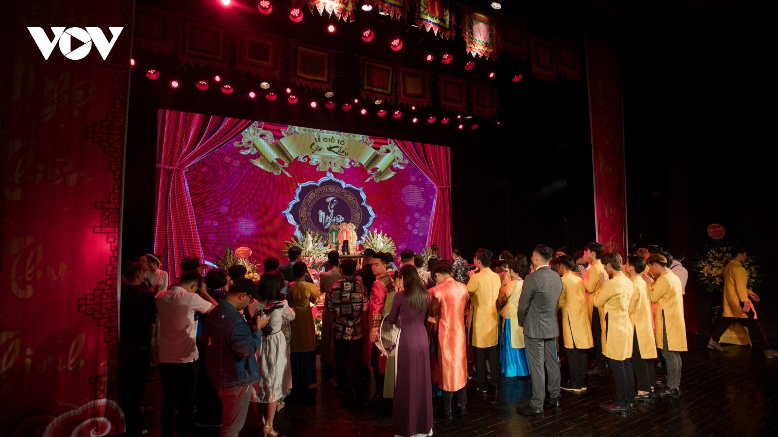 Nghệ sĩ Nhà hát Tuổi trẻ tổ chức giỗ Tổ nghề sân khấu Việt Nam