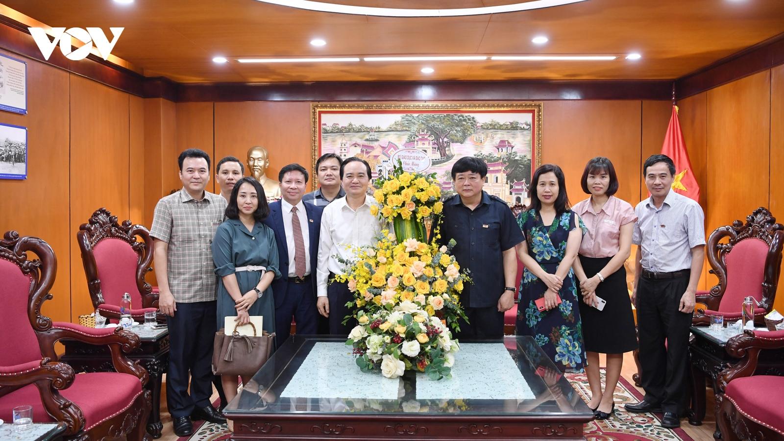 Bộ trưởng Bộ GD-ĐT Phùng Xuân Nhạ chúc mừng VOV nhân 75 năm thành lập