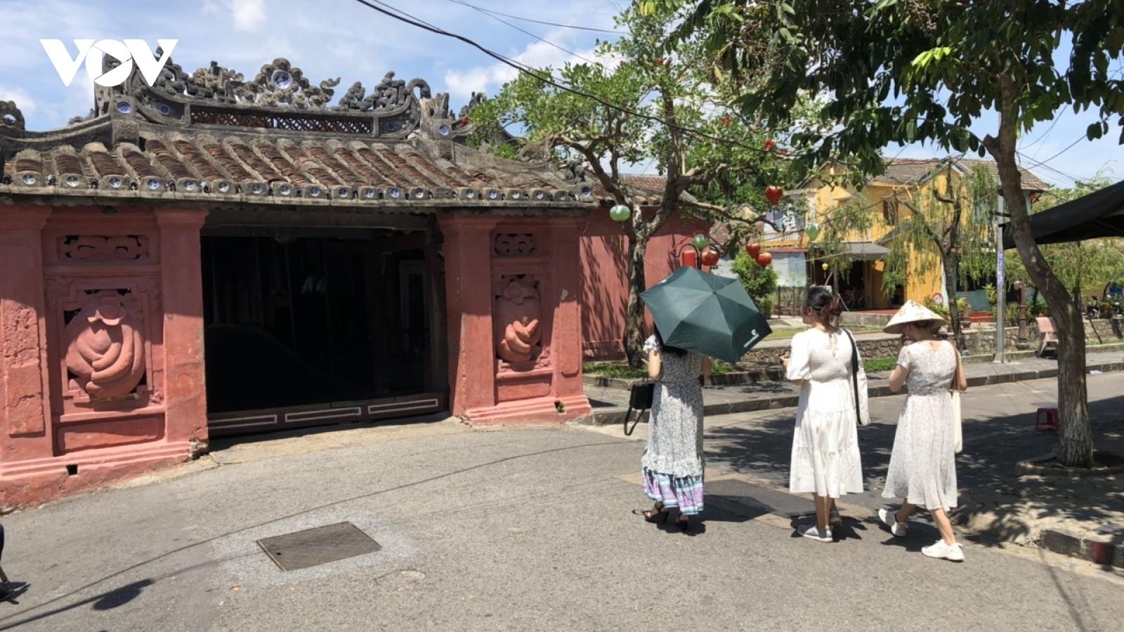 Phố cổ Hội An ngày đầu mở lại hoạt động tham quan du lịch