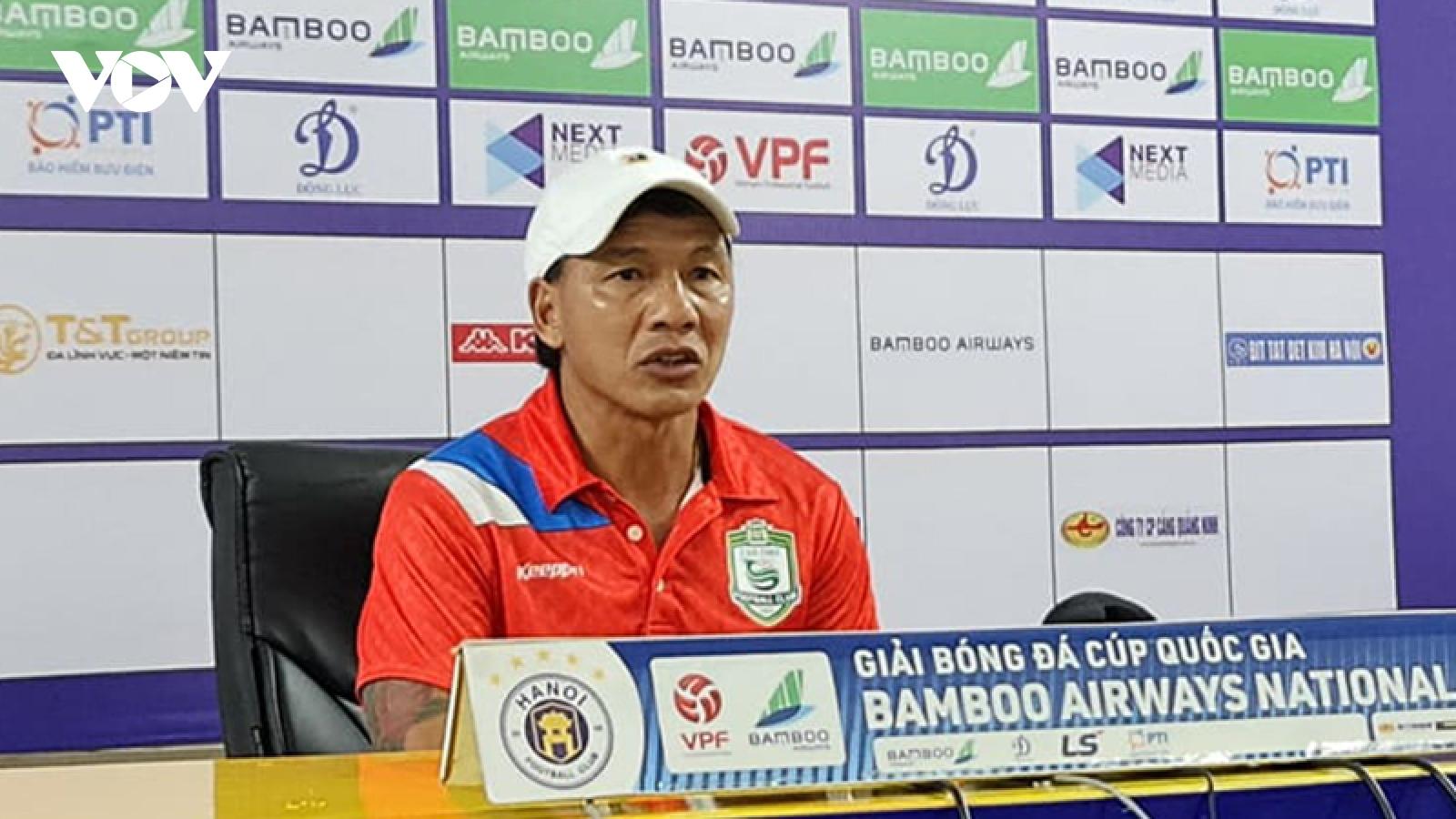 """Thuyền trưởng của Cần Thơ bất ngờ """"chê"""" Quang Hải"""