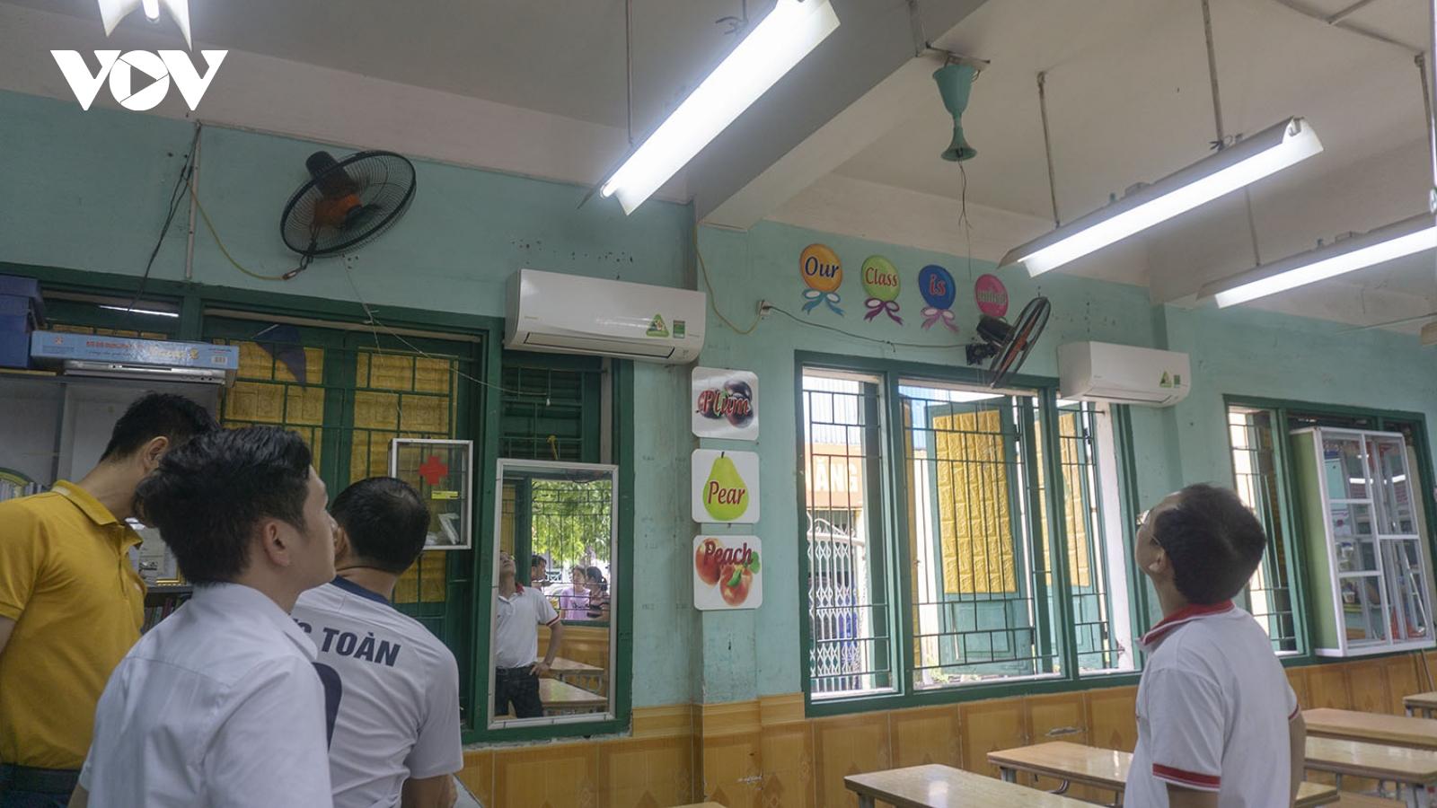 Quạt trần rơi trong giờ ra chơi, một học sinh tiểu học ở Lào Cai bị thương
